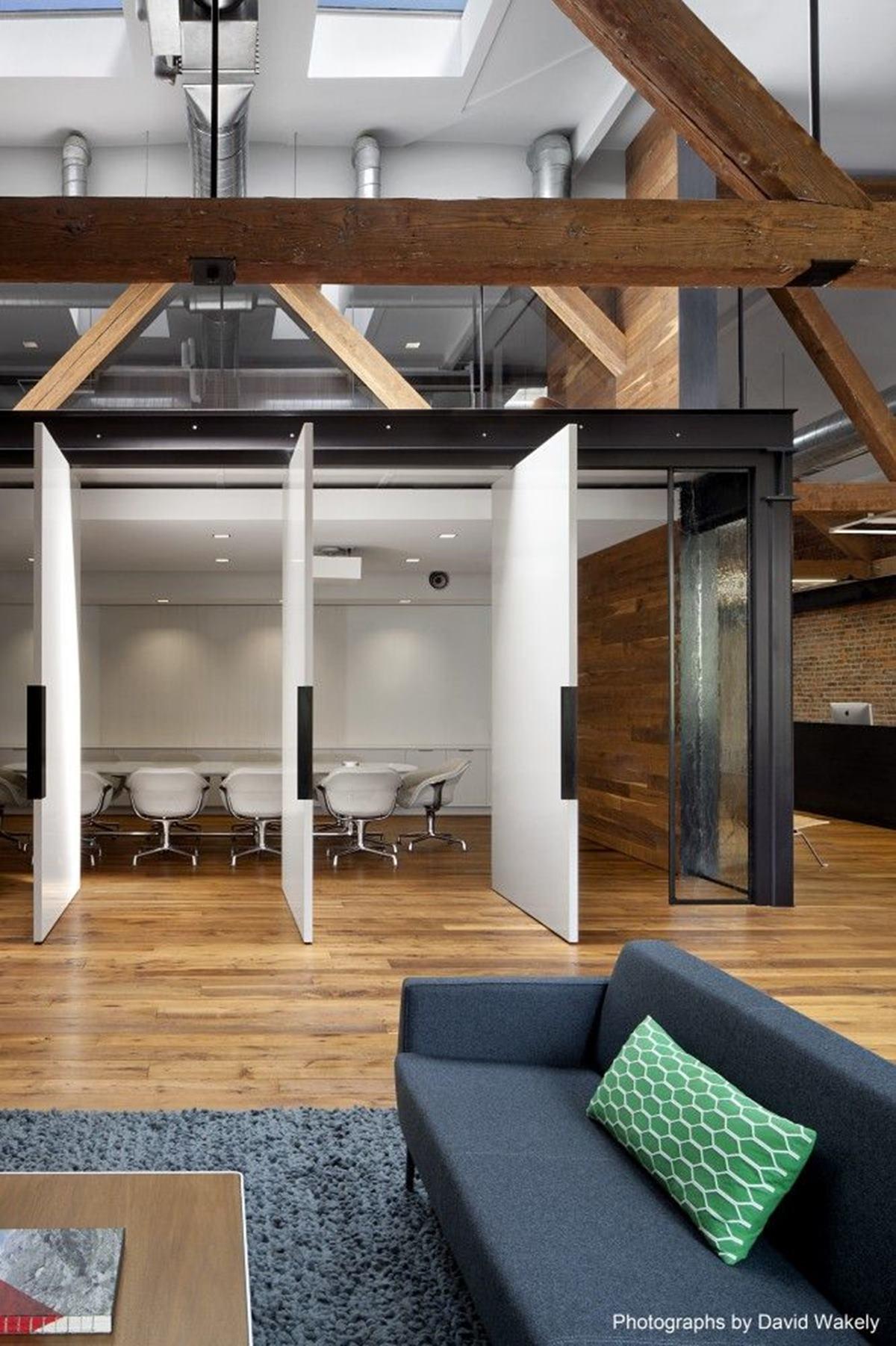 This sliding-door room
