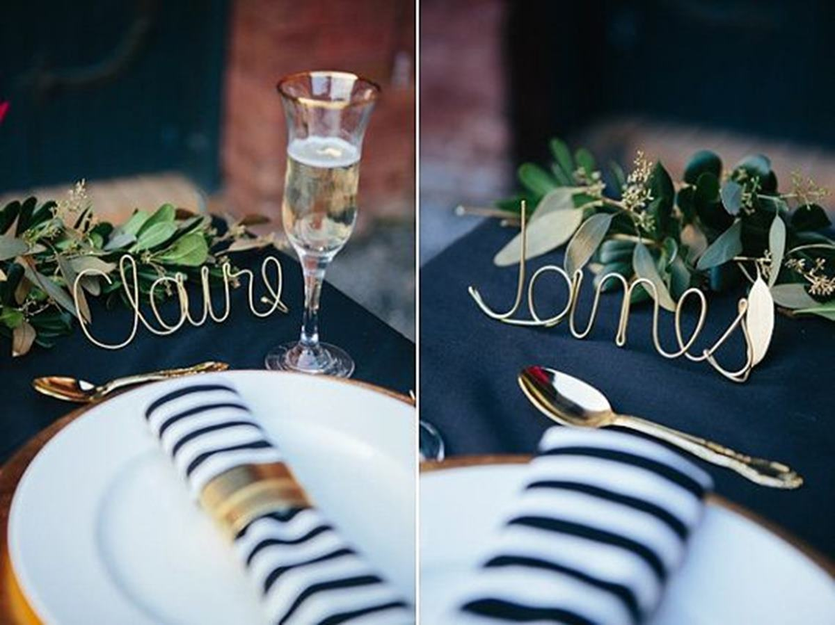 Shaped wire name card holders