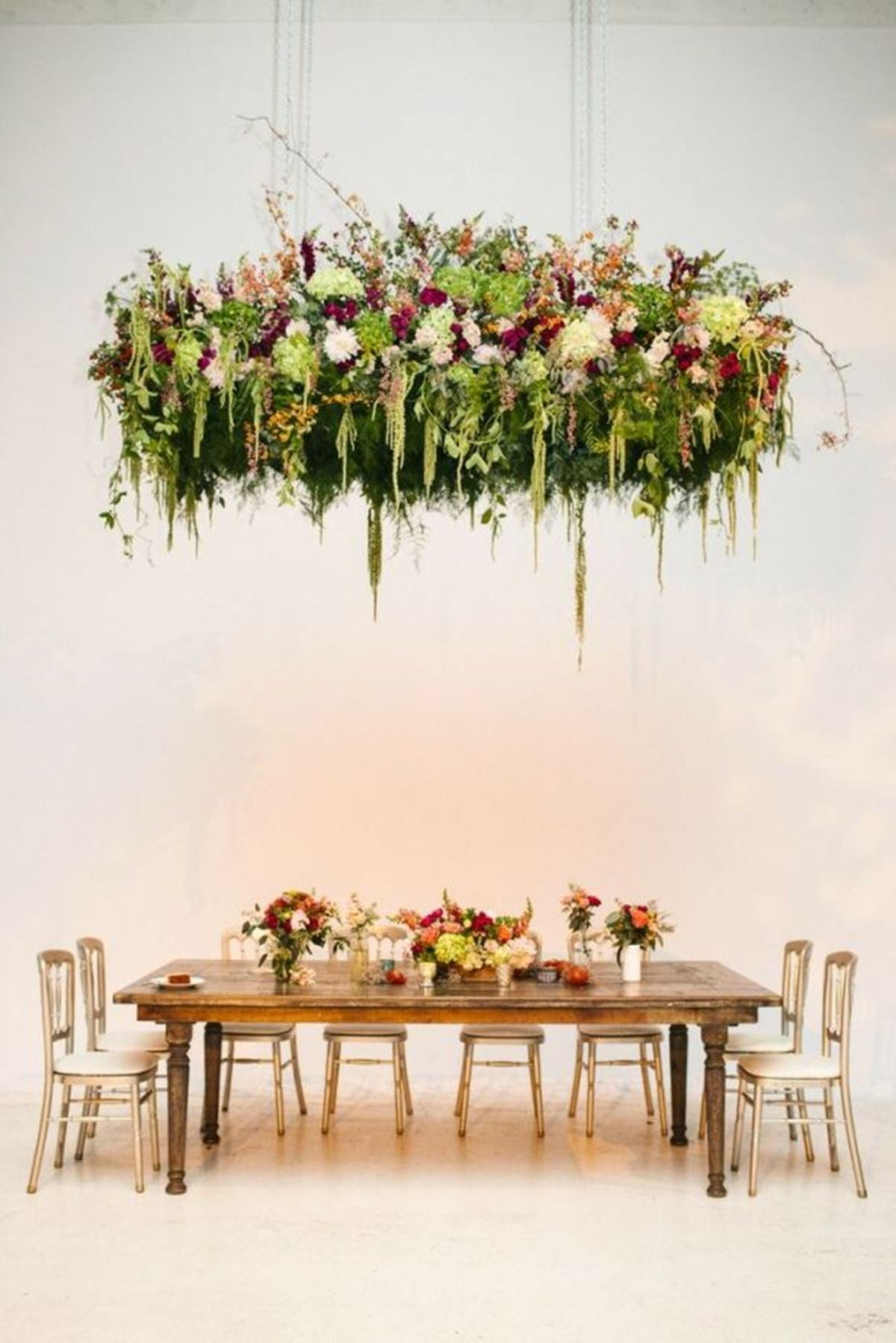 13 Beautiful Hanging Centerpieces
