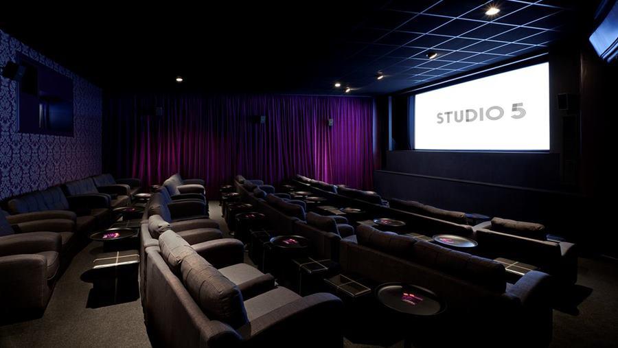 Button Genesis Cinema